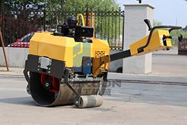 小型压路机厂家亲授小型压路机该如何维