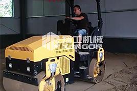 3吨全液压压路机助力江苏客户厂房施工